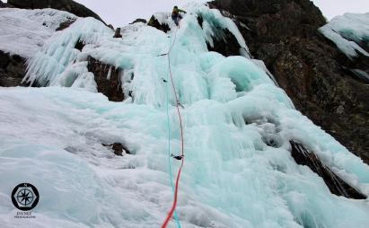 Escalada en hielo corral del diablo.